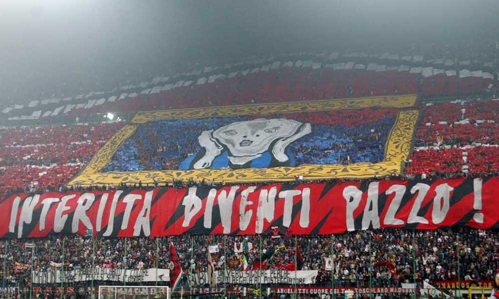 """24 Ottobre 2004: """"Interista diventi pazzo"""" Derby di Milano: le più belle coreografie e striscioni nel derby tra inter e milan."""